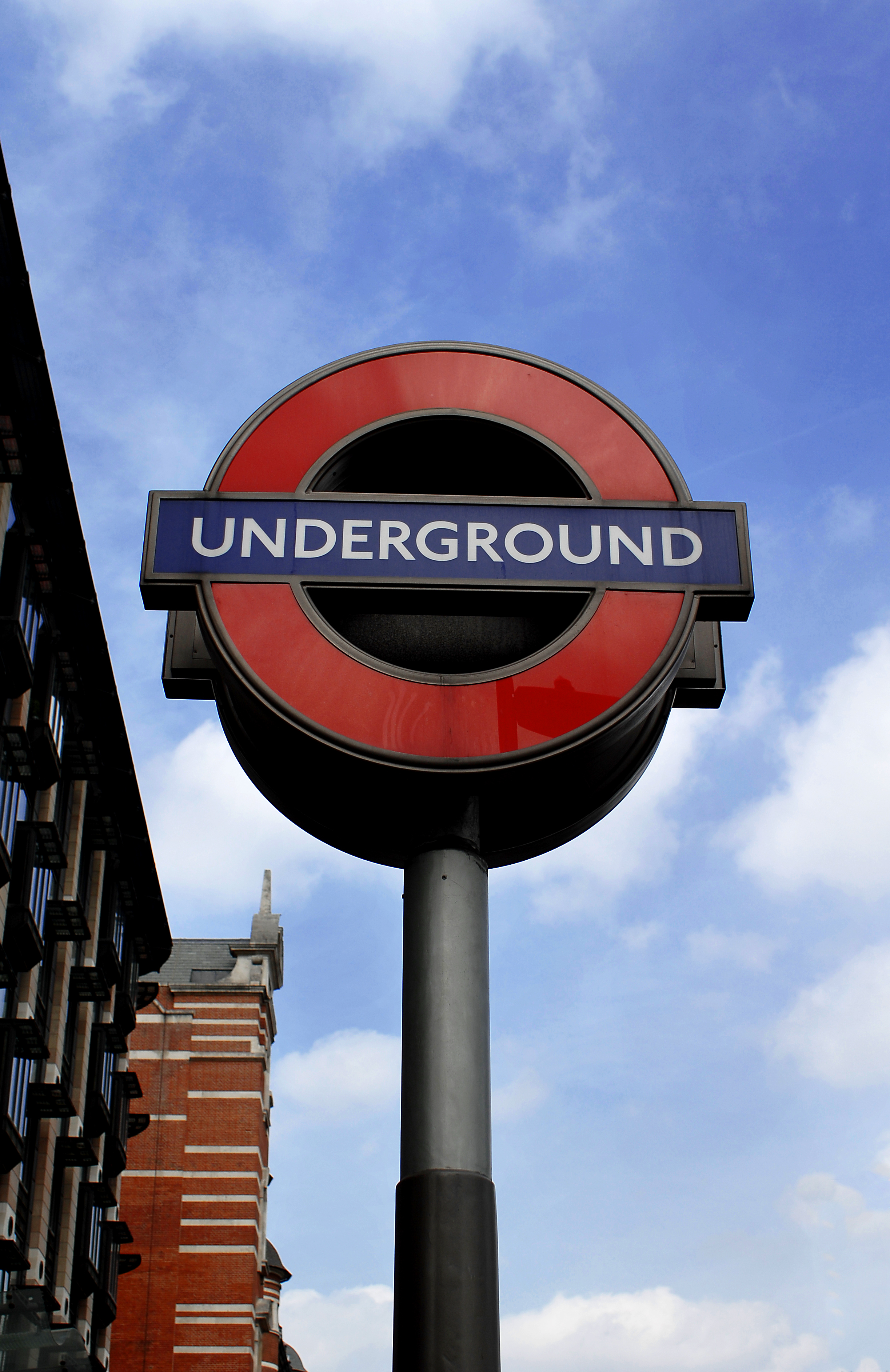 Wifi in London Undergrounds by 2012