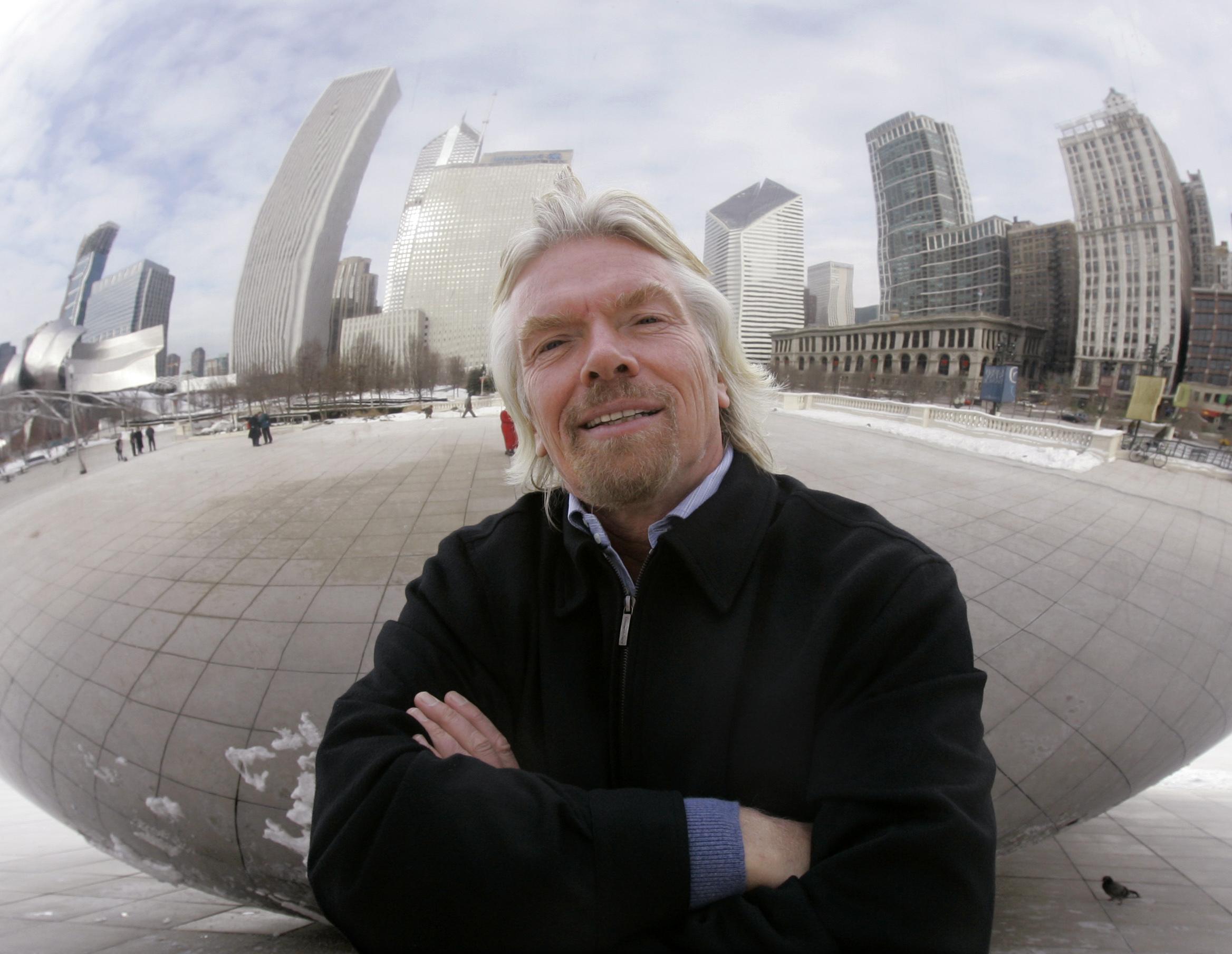 Branson bids on 600 Lloyds branches