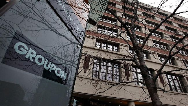 Sceptics slam Groupon IPO