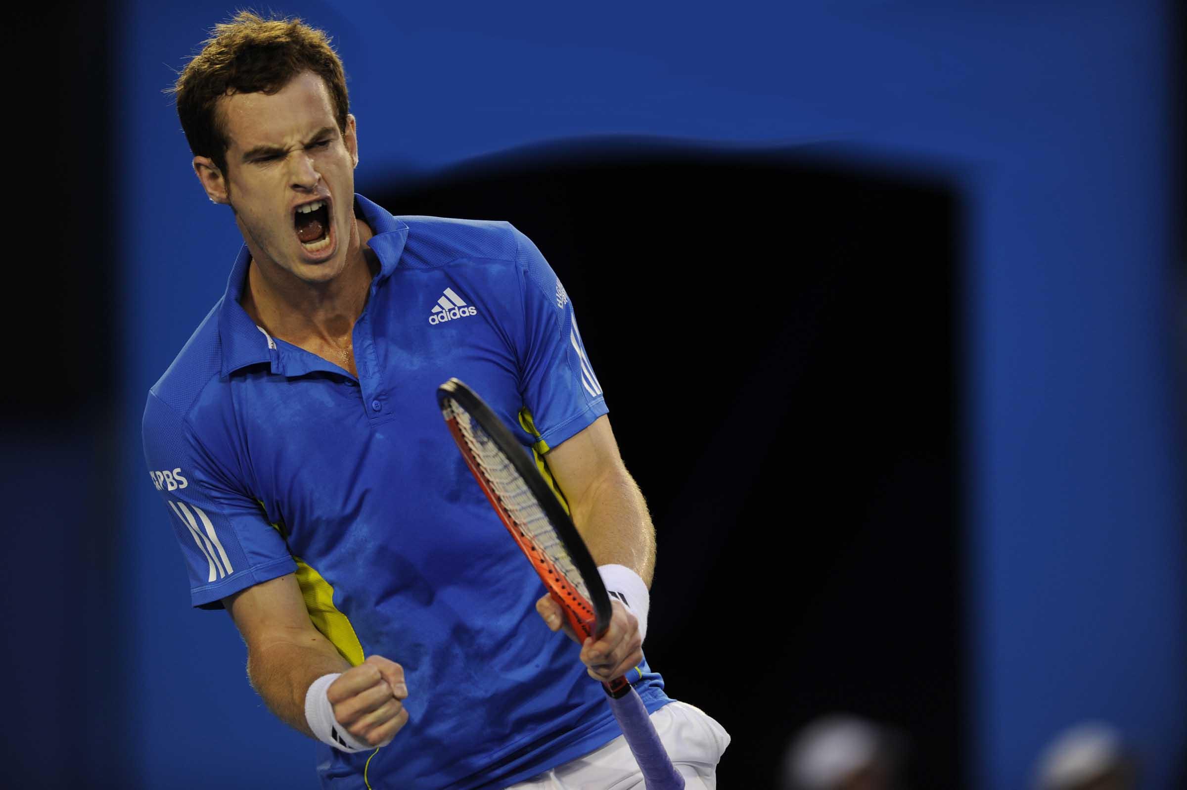 Murray beats Federer… with a giant Azor