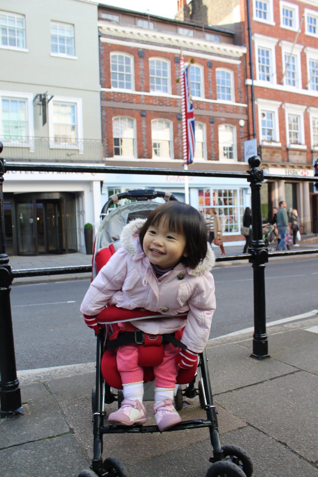 Chinese tourists push up UK retail sales