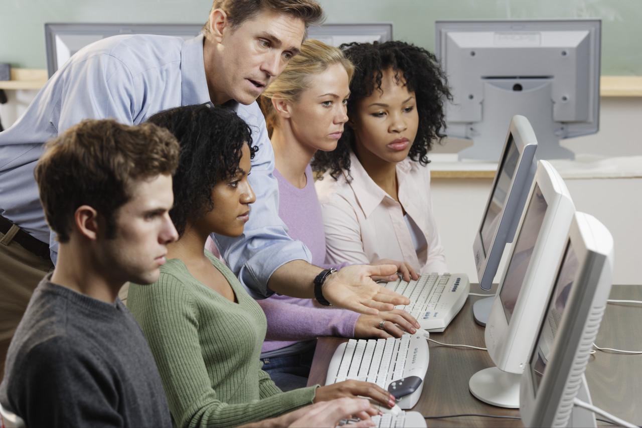 Do I need to pay my interns national minimum wage?