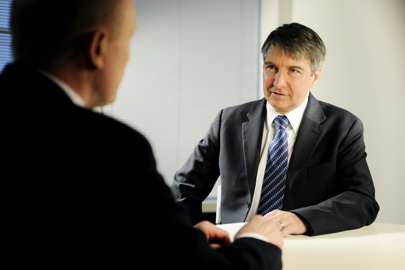 How to spot liars in job interviews