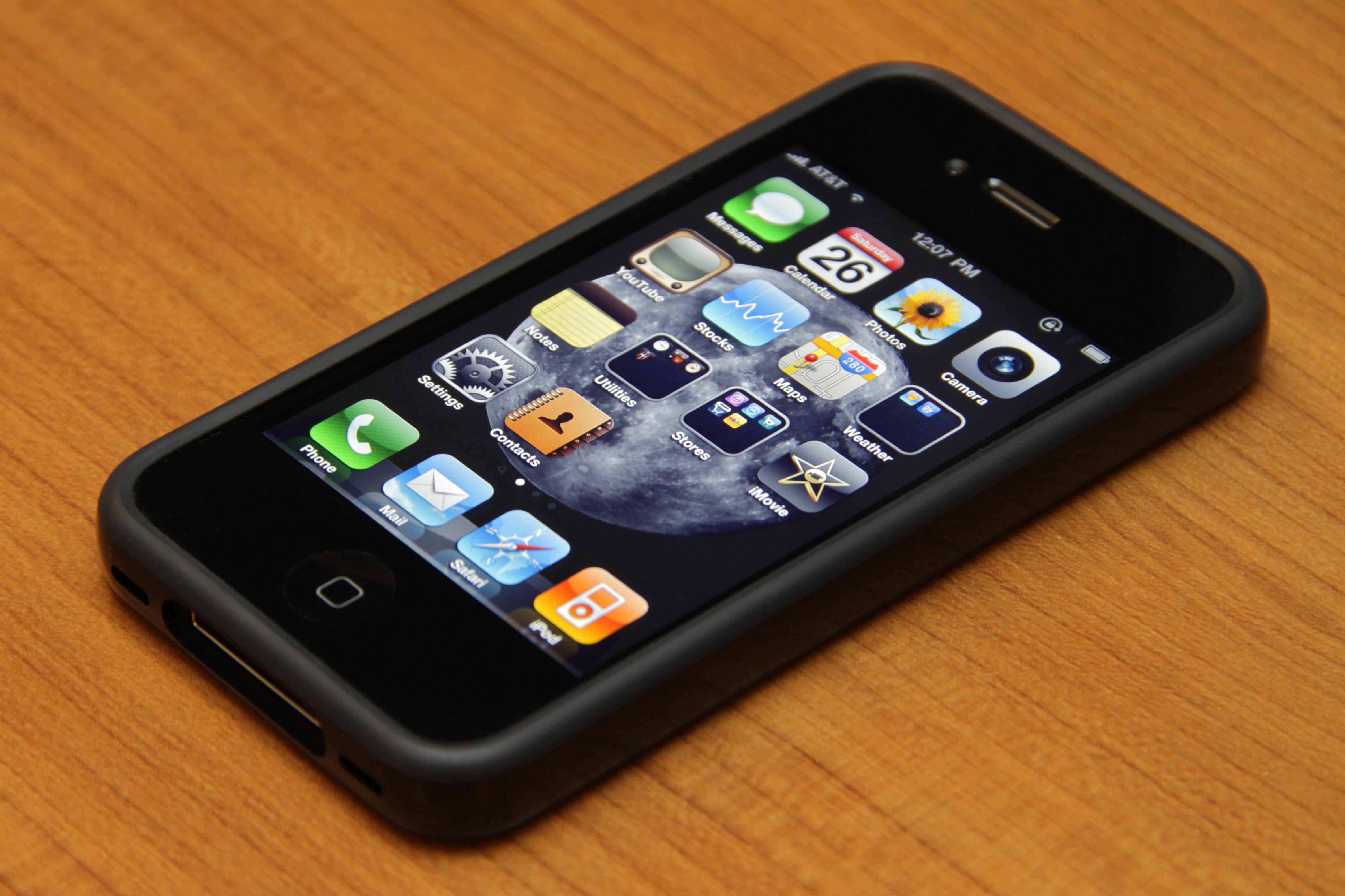 Global smartphone sales overtake feature phones
