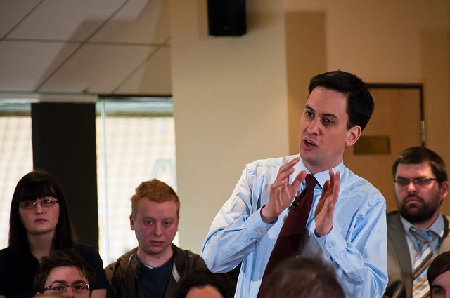 """Miliband pledges tax breaks for firms paying employees a """"living wage"""""""