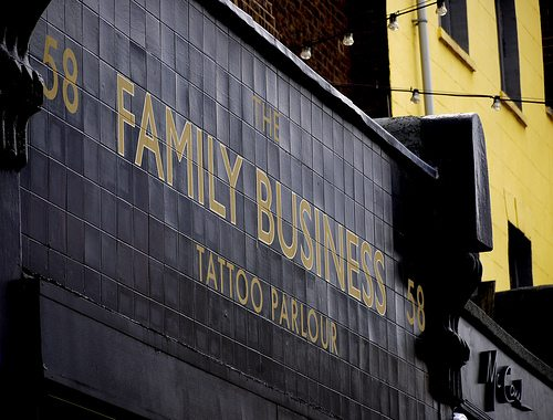 To prosper in a crisis, adopt the strategy of large family businesses!