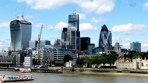 UK financial firms grow at steady pace