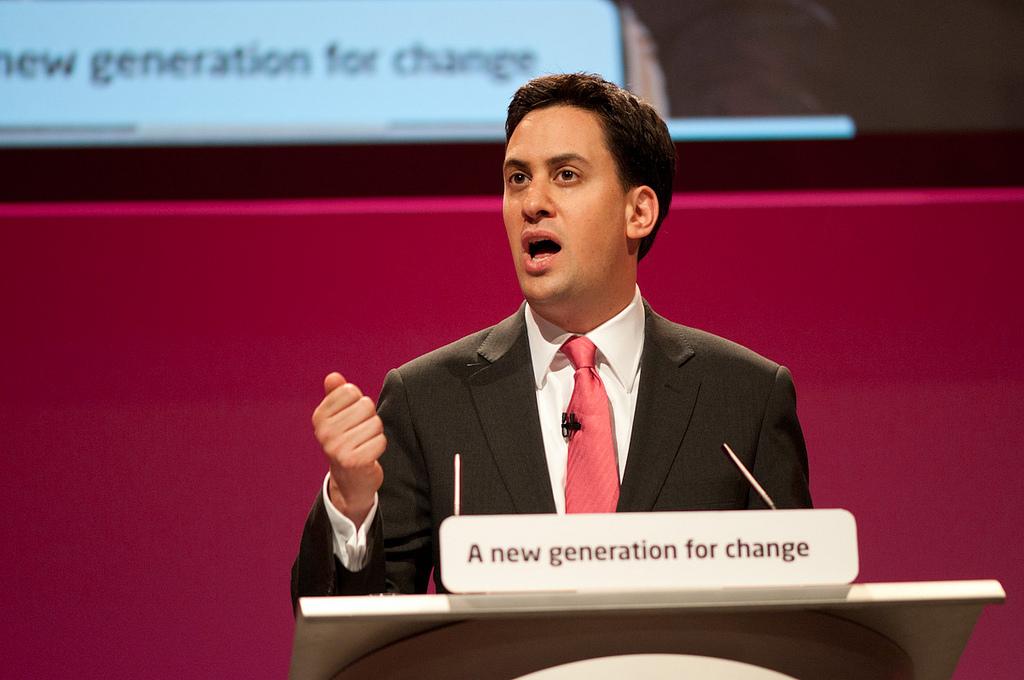 Miliband pledges to link minimum wage with average earnings