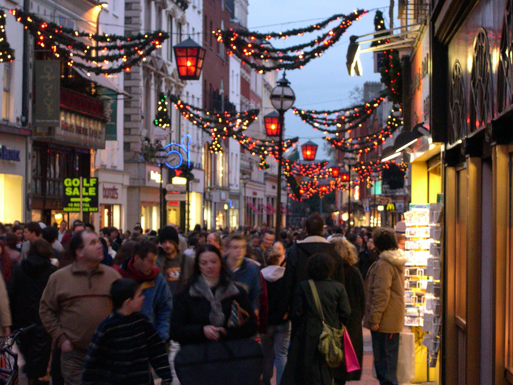 Online sales and retail outlook good this Christmas