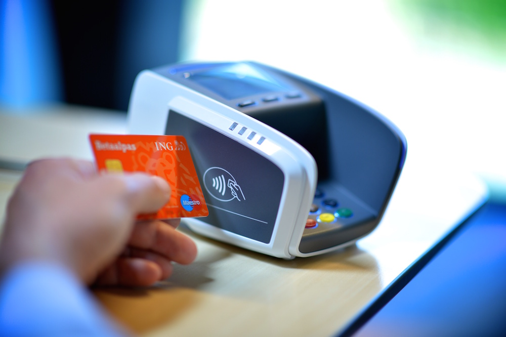 Supermarkets fuel use of contactless transactions in the UK
