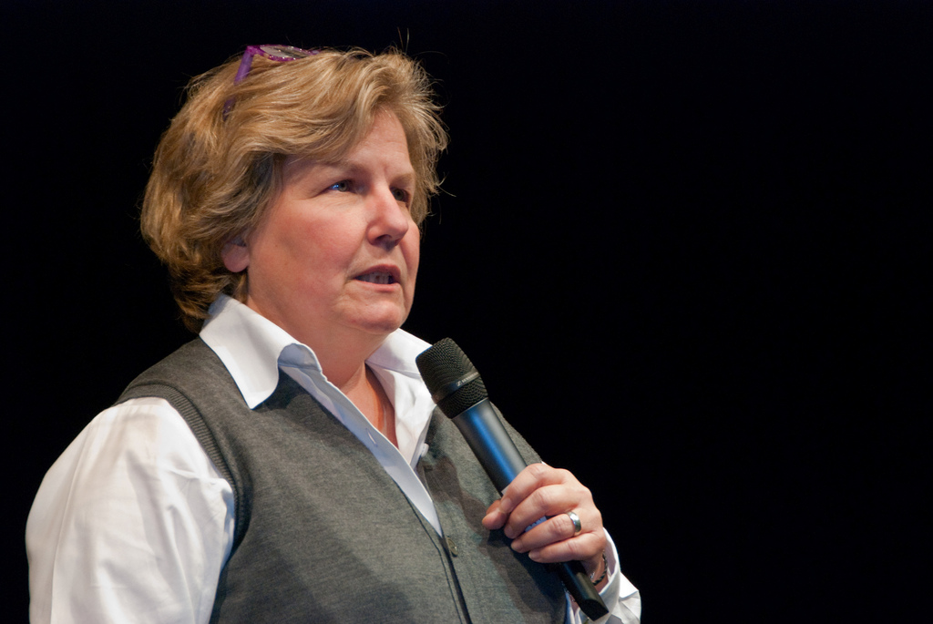 Radio 4's News Quiz comedian Sandi Toksvig quits job to start political party for women
