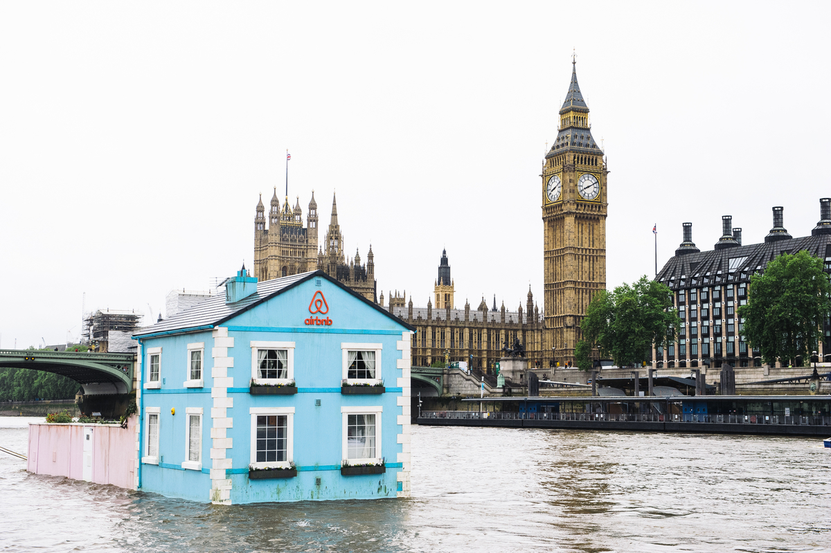 Airbnb drives UK awareness by inviting Brits to stay at floating house on River Thames