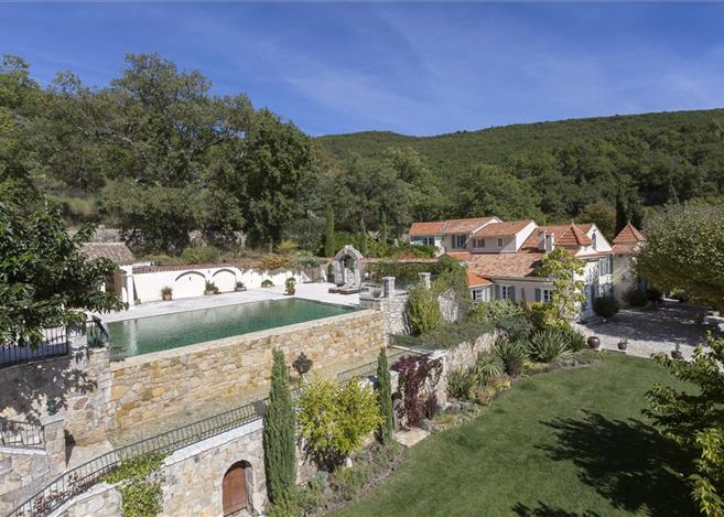 Goal scoring opportunity as David Beckham's French home is on sale at £4m loss