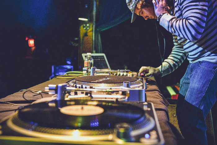 How much does it cost to start a DJ business?