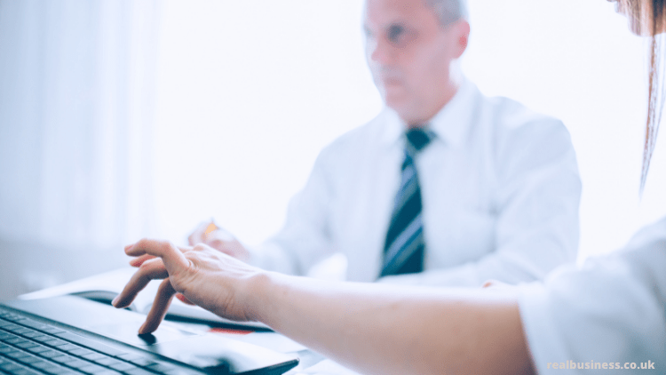 Chuyển hoạt động kinh doanh từ thương nhân độc quyền sang công ty trách nhiệm hữu hạn –